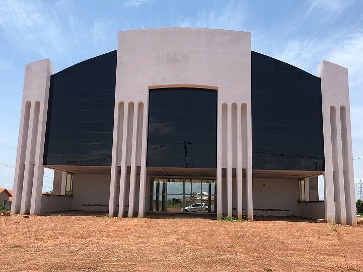 Rotas Comunicação - Economia – Igrejas de MT investem em revestimento solar como solução de design, sustentabilidade e economia