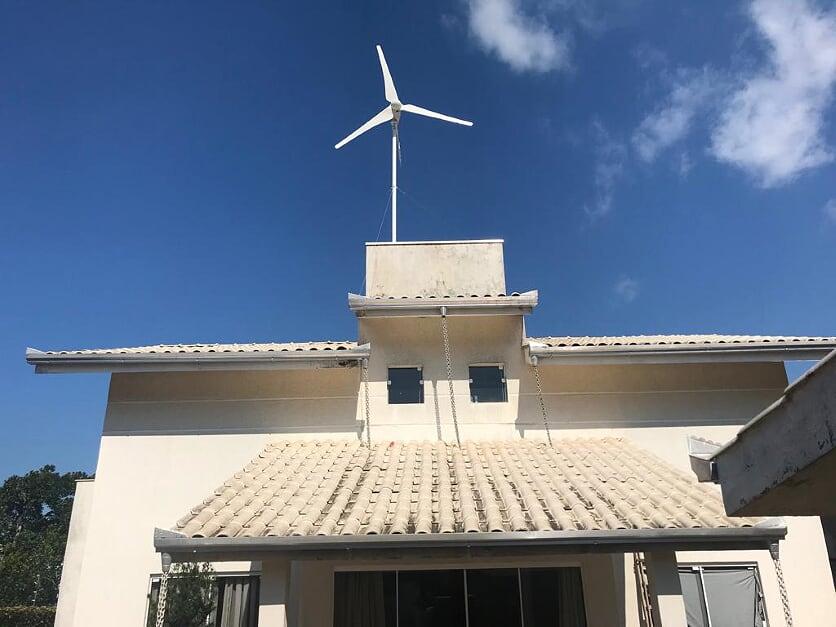 Rotas Comunicação - Energia -Residência no litoral catarinense utiliza vento para geração de energia limpa