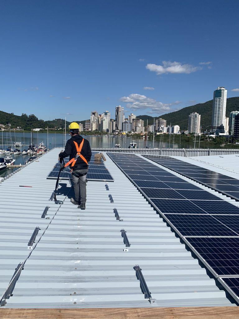 Rotas Comunicação - SUSTENTABILIDADE – Marina Itajaí investe em sustentabilidade com painéis solares