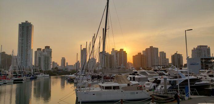 Rotas Comunicação - TURISMO – Abertas as reservas de vagas para embarcações no verão em Santa Catarina