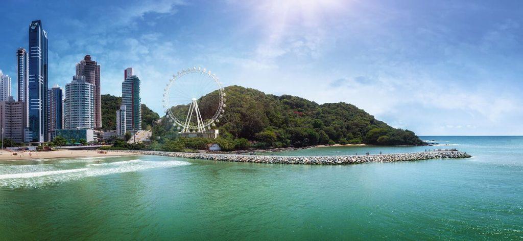 Rotas Comunicação - INVESTIMENTO – Maior roda gigante estaiada da América Latina contribui com avanço do mercado imobiliário no litoral catarinense