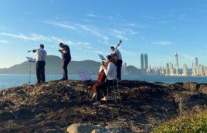 Rotas Comunicação - MÚSICA – Sobre a 'Ilha das Cabras', quinteto de cordas grava vídeo inédito em Balneário Camboriú, SC
